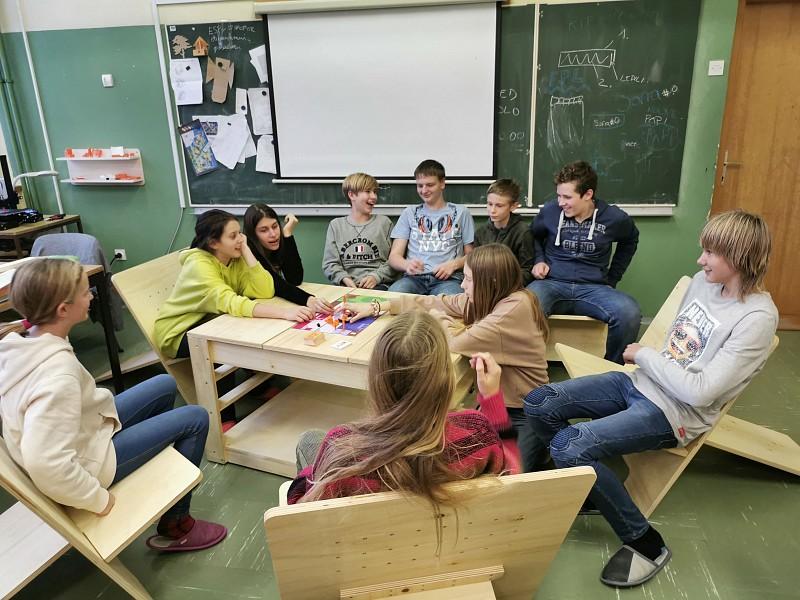 Donacija OŠ Prule | Mobilna klepetalnica.